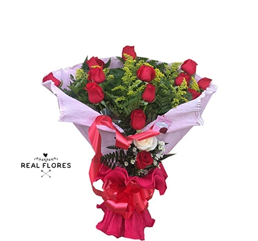 1500 Buquê de rosas com crepom