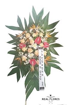 1510 Coroa de flores com antúrios